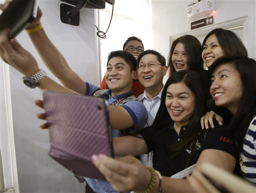 The Filipino selfie. In the Philippines, people are obsessed with cellphones and mobile technology and use selfies as part of social climbing
